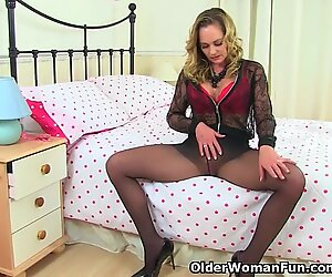 Pantyhosed mummy classy Eve from the UK pummels a dildo