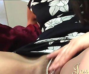 Joybear elegante lesbiske milfs liderlig for fisse