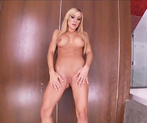Scorching Amy Brooke shows her succulent round tits