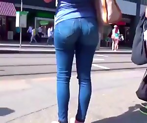 TIGHT BOOTY WAITING FOR THE TROLLY