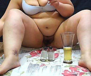 fat lady pissing into jars for analysis. urine fetish