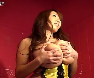 Delectable japanese hoe Hitomi Tanaka shows her succulent boobs