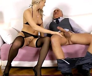 Provocative babe Blanche gives stunning blowjob