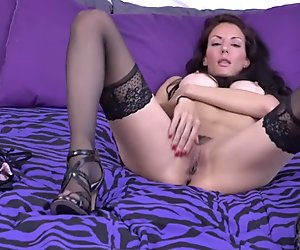 Sexbomb amateur MILF with amazing body