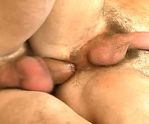 Young homo gives hunk a wazoo licking session
