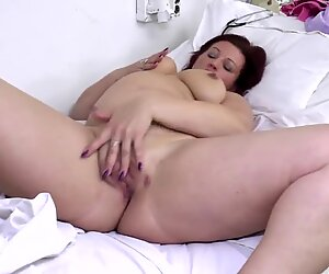 all-natural mature mother with very greedy cunt