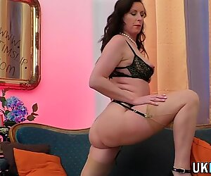 Solo brit in stockings