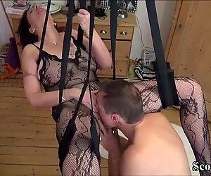 Junger Stief-Sohn fickt seine Mutter in einer Liebesschaukel - German Step-Son Fuck Mother with tights in love wag