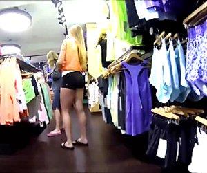 Loirinha fazendo compras